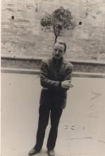 """Michelangeli nel cortile dell'Accademia """"Chigiana"""" 1966"""